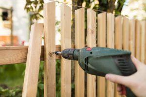 pose d'une clôture seul ou par un professionnel