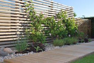 installer un brise vue de jardin