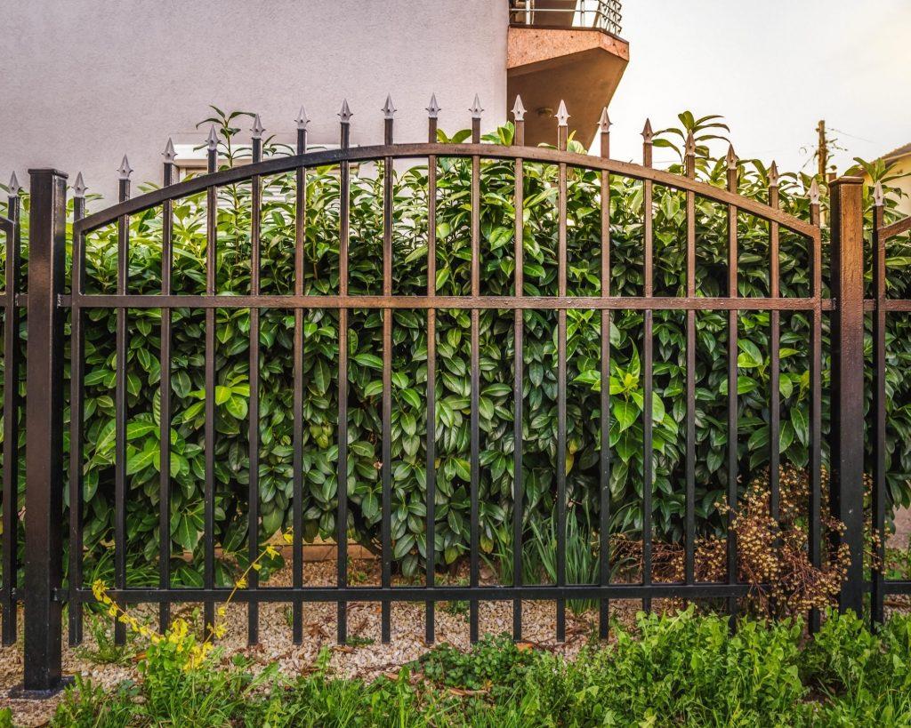 clôture de jardin en fer forgé